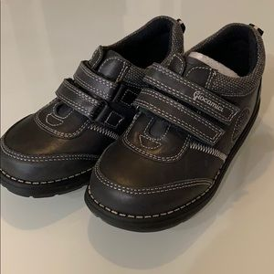 New toddler shoes black Velcro size 12-12.5